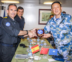 EUNACFOR FCdr and Chinese RAdmiral exchanging gifts