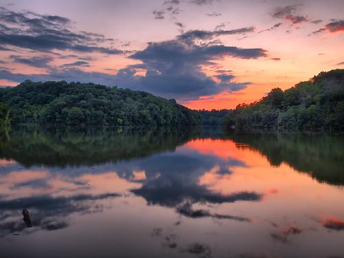 sunset lake reflection reflections northernkentucky kentuckysunset covingtonkentucky lakesidesunset doerunlake