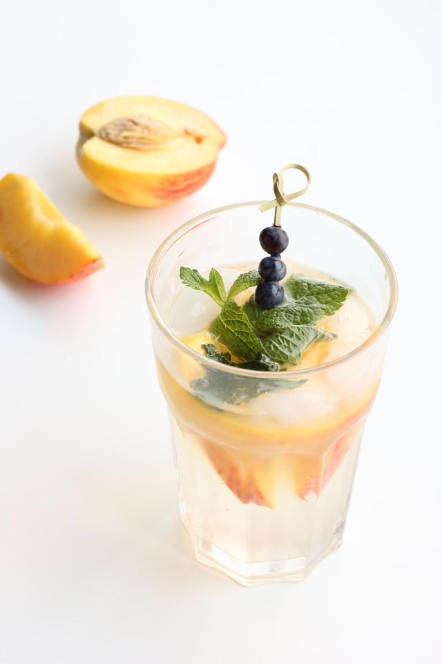 Sparkling Peach Limeade | Je suis alimentageuse