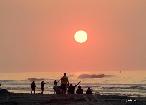 ocean sea beach sunrise newjersey sand waves tourists wildwood