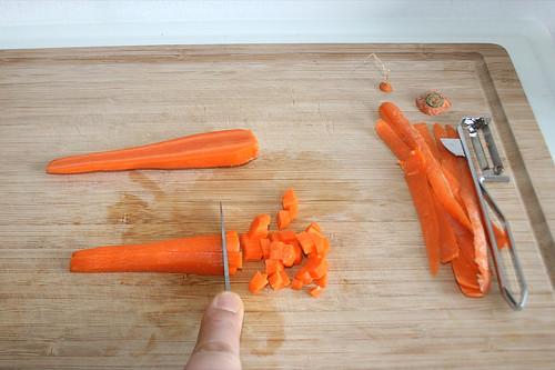 21 - Möhren schälen & würfeln / Peel & dice carrots