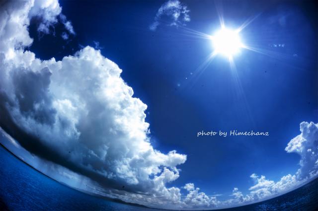 夏の青空とスコール