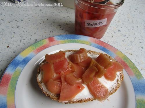 ©Ziegenfrischkäsebrötchen mit Rhabarber-Pickles