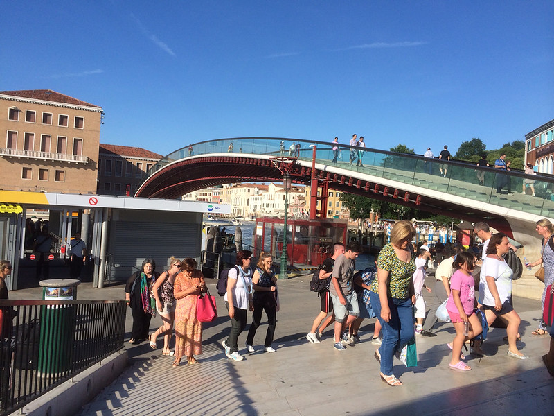 ローマ広場歩道橋