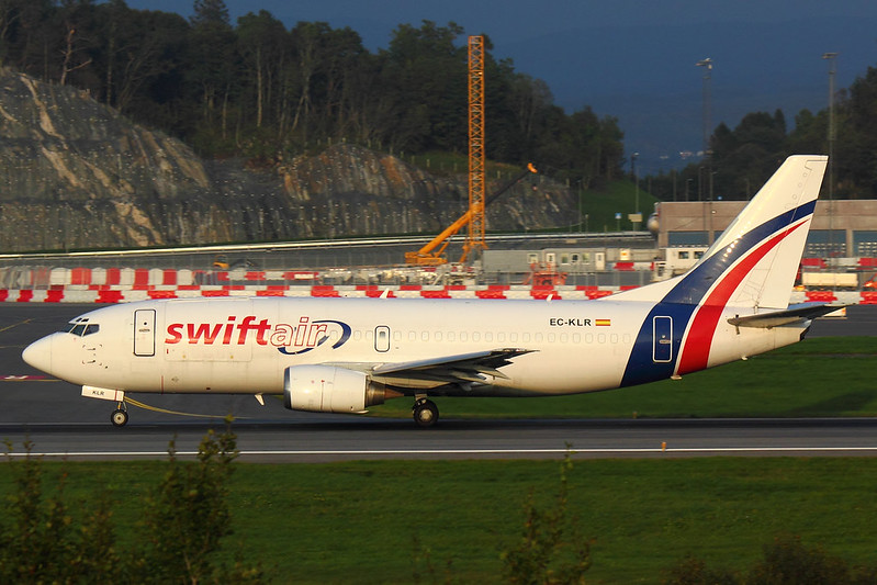 Swift Air - B733 - EC-KLR (2)