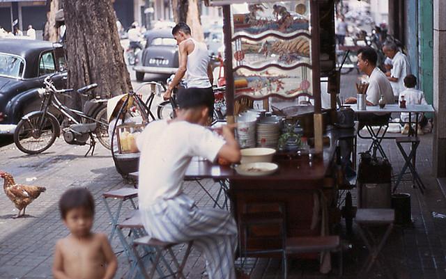 SAIGON 1969 - Xe hủ tiếu, đường Thái Lập Thành (nay là Đông Du)