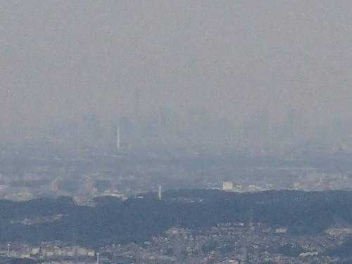 Tokyo sky tree from Mt. Takao - naniyuutorimannen - 您说什么!
