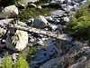 La passerelle sur l'Ascu en aval de la confluence avec le Logoniellu : traversée dangereuse