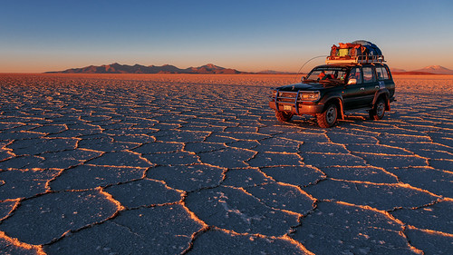 car sunrise flat salt bolivia toyota vehicle landcruiser 6d potosi salardeuyuni