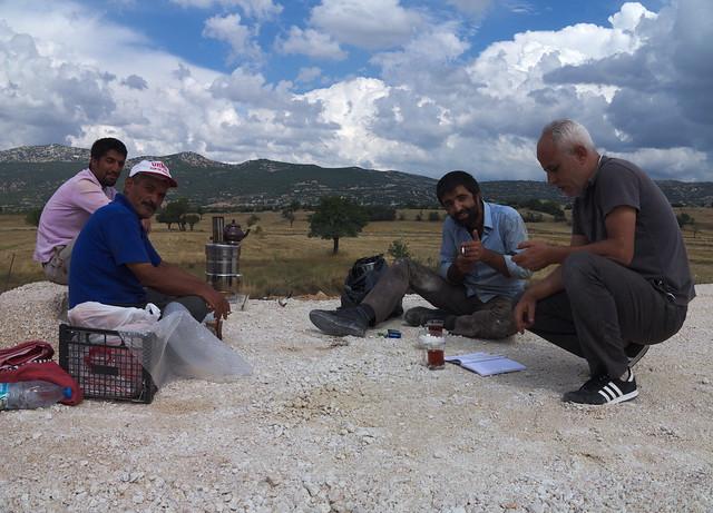 Teeeinladung von Bauarbeitern