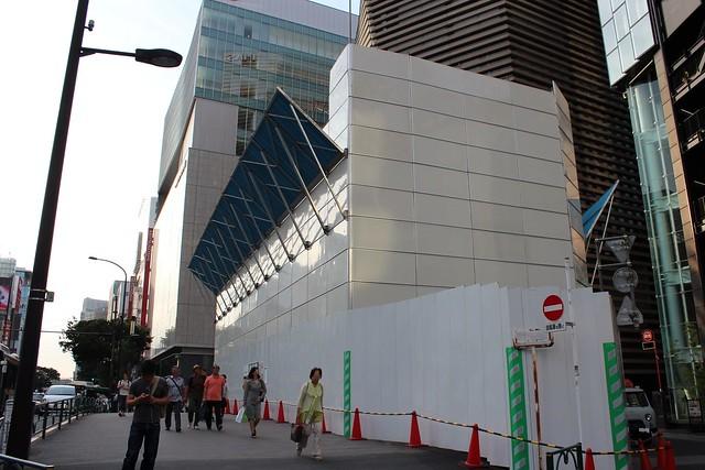 土浦亀城作の三原橋センター解体中 (6)