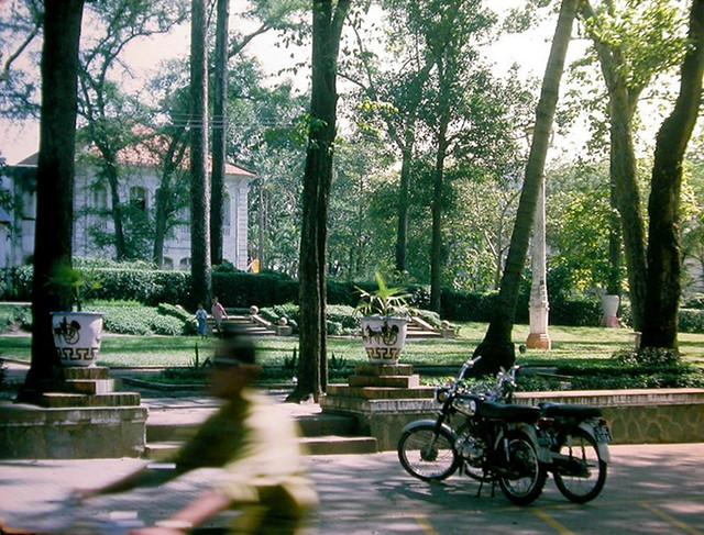 SAIGON  1966 - Photo by Rich Krebs Capt, USNR Ret. Công viên Chi Lăng - Trụ sở Bộ Văn Hóa-Giáo Dục VNCH
