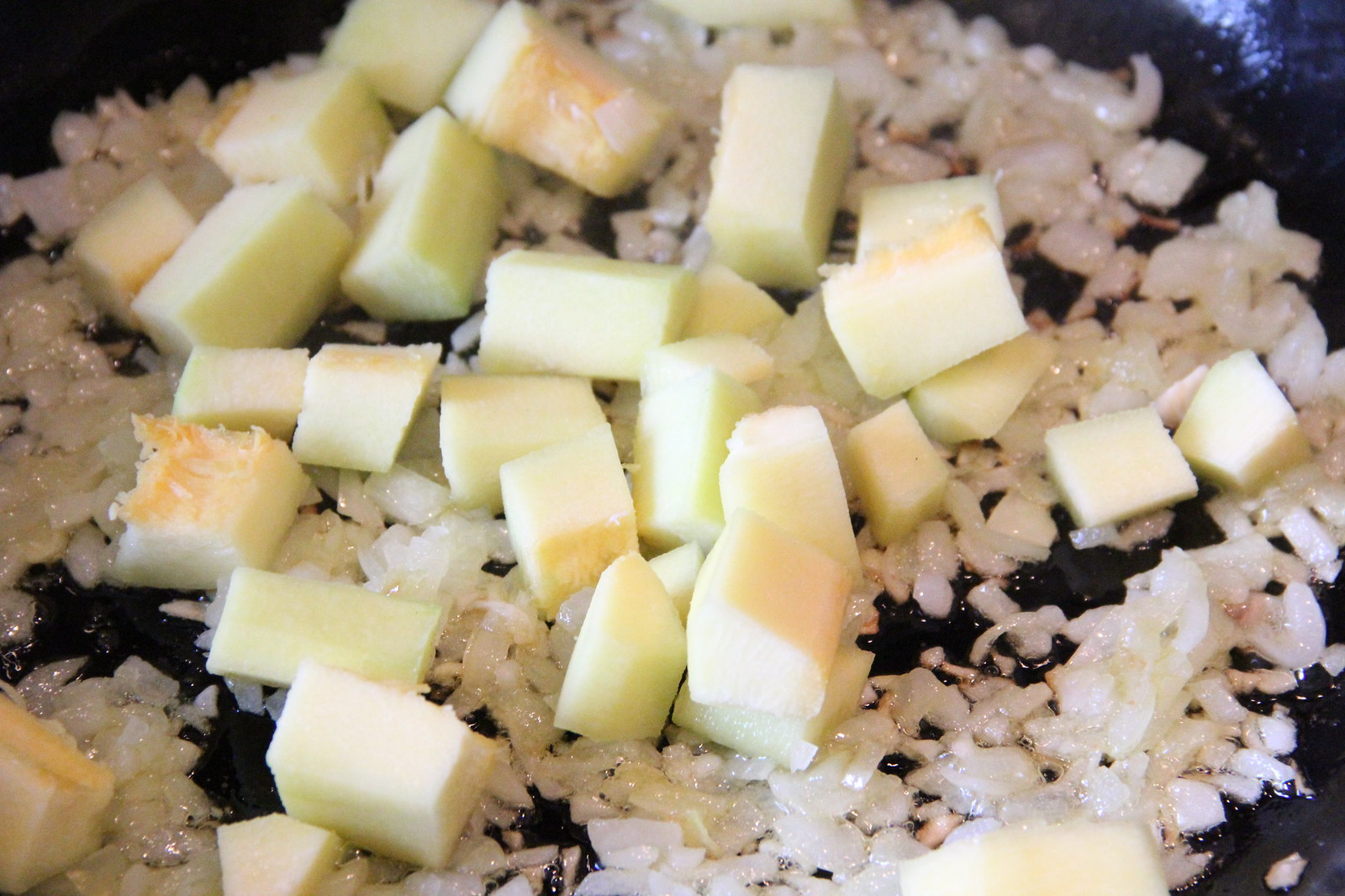 Cukinijos ir svogūno galėjau įdėti daugiau - būtų šlapesnis įdaras. Dabar gavosi čiut-čiut sausokas.