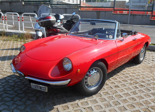 AlfaRomeo-Giulia_1300_spider_junior-1971