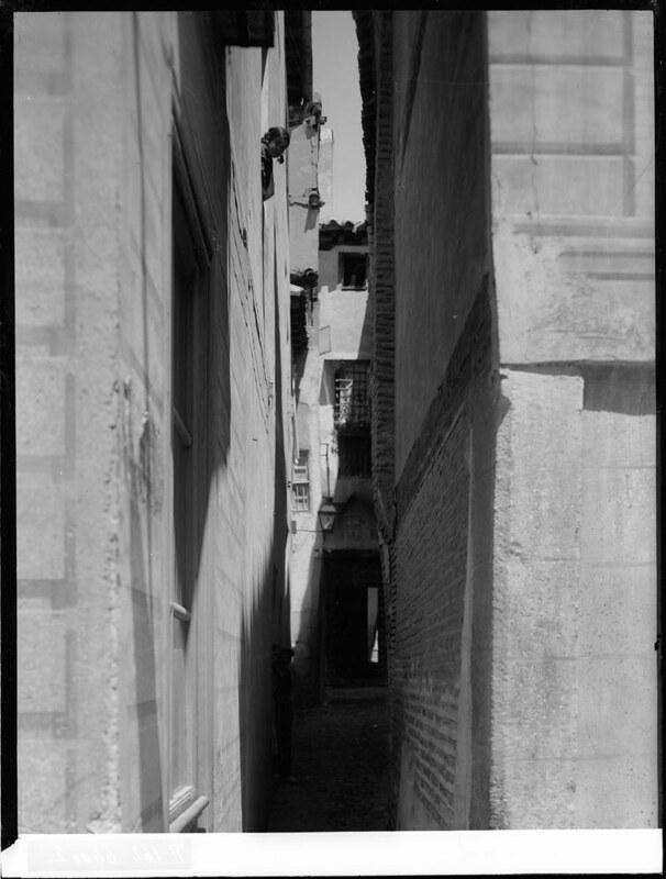 Callejón de la Soledad a comienzos del siglo XX. Fotografía de J. Lacoste © MECD, Fototeca del IPCE, signatura VN-22673_P