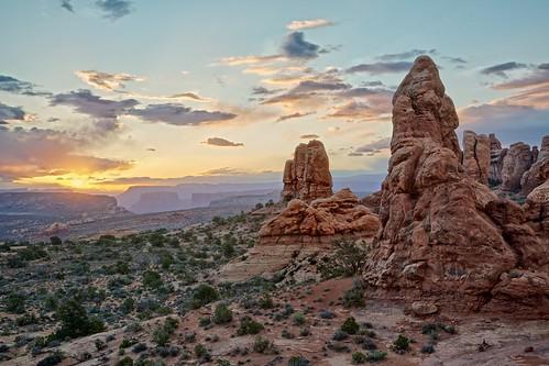morning sunrise landscape dawn utah nationalpark arches moab archesnationalpark coloradoplateau