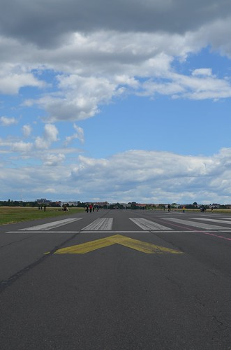 European Instagram meetup #EverchangingBerlin_Tempelhofer Feld runway takeoff