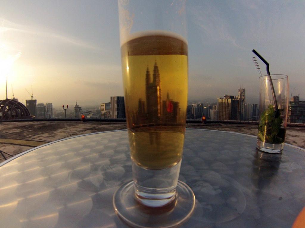 Heli Lounge Bar, Kuala Lumpur, Malaysia heli lounge bar, cervezas en un helipuerto a más de 200 metros de altura - 14519886219 33104c824a b - Heli Lounge Bar, cervezas en un Helipuerto a más de 200 metros de altura