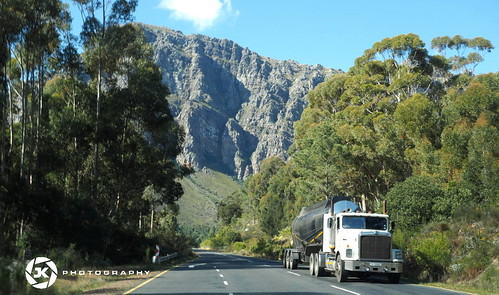trees white mountains landscape southafrica rocks raeder olympus cliffs berge trucks roads landschaft weiss trucking fahren felsen westerncape countryroads lkw paarl suedafrika strassen dutoitskloofpass westkap landstrassen
