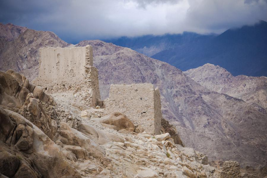 Вид на руины дворца Шей. Монастыри Ладакха (Монастыри малого Тибета) © Kartzon Dream - авторские путешествия, авторские туры в Ладакх, тревел фото, тревел видео, фототуры