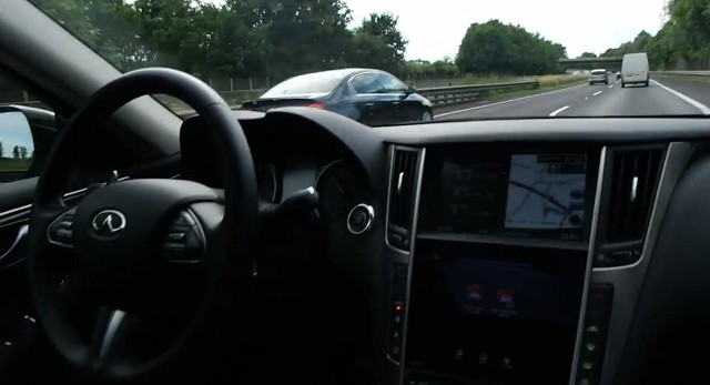 infiniti-q50-drives-itself-at-100-km-h-with-nobody-in-the-seat-video-84817_1