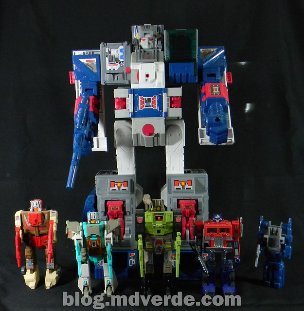 Transformers Fortress Maximus G1 Encore - modo robot vs Headmasters