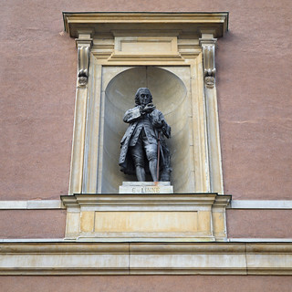Image of Carl Linnaeus. statue reisen sweden stockholm schweden olympus figure l sverige royalpalace ep1 linné kungligaslottet linnaeus staty stockholmsslott linnæus carlvonlinné stockholmpalace stockholmerschloss darktable carlnilssonlinnæus schweden2014 carlvlinné
