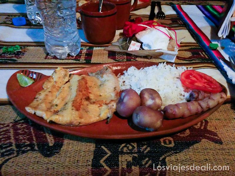 cena en la Península de Capachica