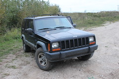 jeep commander (xk)(0.0), automobile(1.0), automotive exterior(1.0), sport utility vehicle(1.0), jeep cherokee (xj)(1.0), vehicle(1.0), compact sport utility vehicle(1.0), jeep(1.0), off-road vehicle(1.0), bumper(1.0), land vehicle(1.0), luxury vehicle(1.0),