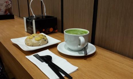 Matche Latte & Olive Bread