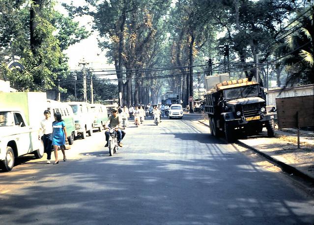 SAIGON 1968-69 - Đường Phan Đình Phùng gần ngã tư PĐP - Công Lý