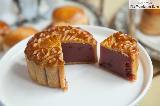 Red wine with cranberry mooncake