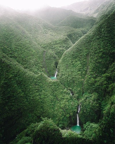Waterfall after waterfall... | Photo by Kalen Emsley at Sacred Falls, Oahu https://t.co/a4n3ZqW4DK #istanbul #food #lezzet #mutfak #nefis …