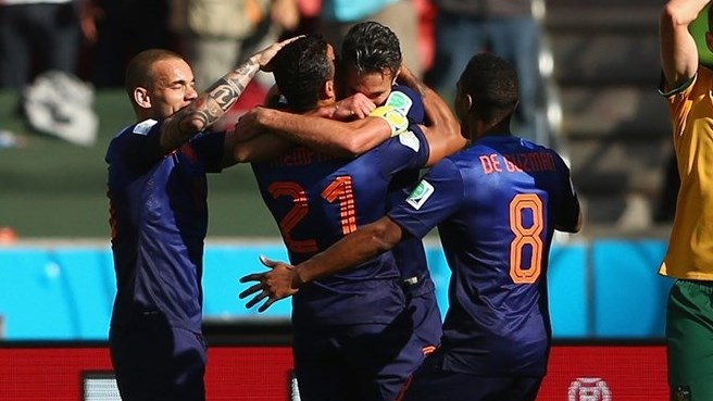 140618_AUS_v_NED_2_3_Memphis_Depay_celebrates_wirh_team-mates_HD