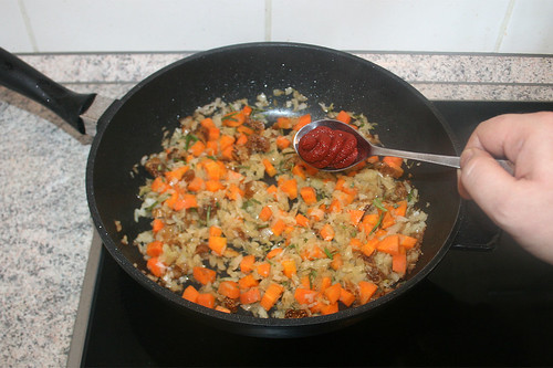 43 - Tomatenmark addieren / Add tomato puree