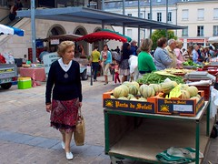 Shopping in Chatellerault market - Photo of Monthoiron