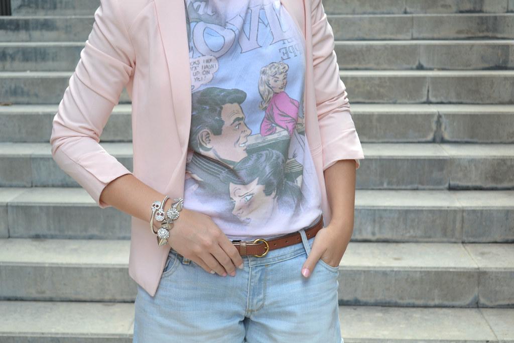 Cómo combinar una americana rosa en un look casual