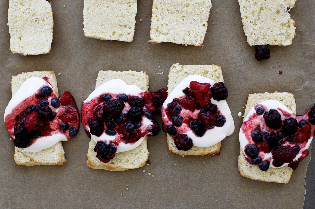 how to make biscuits with berries