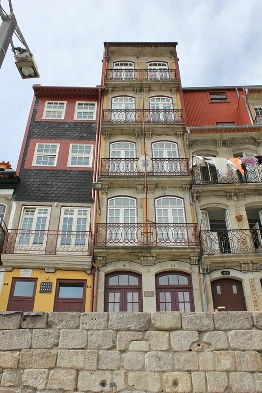 façades colorées du quai de la Ribeira