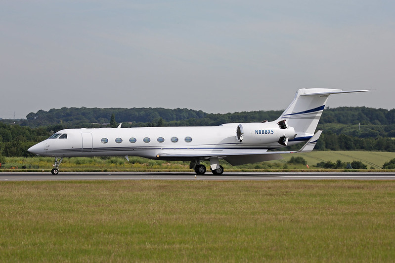 N888XS Gulfstream G550 at Luton on the 2nd July 2014