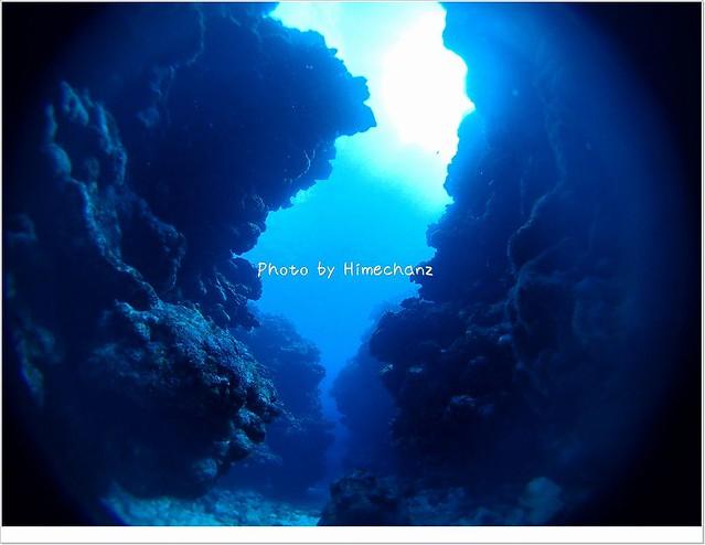岩の割れ目に入ると、静寂さがより際立ちます。
