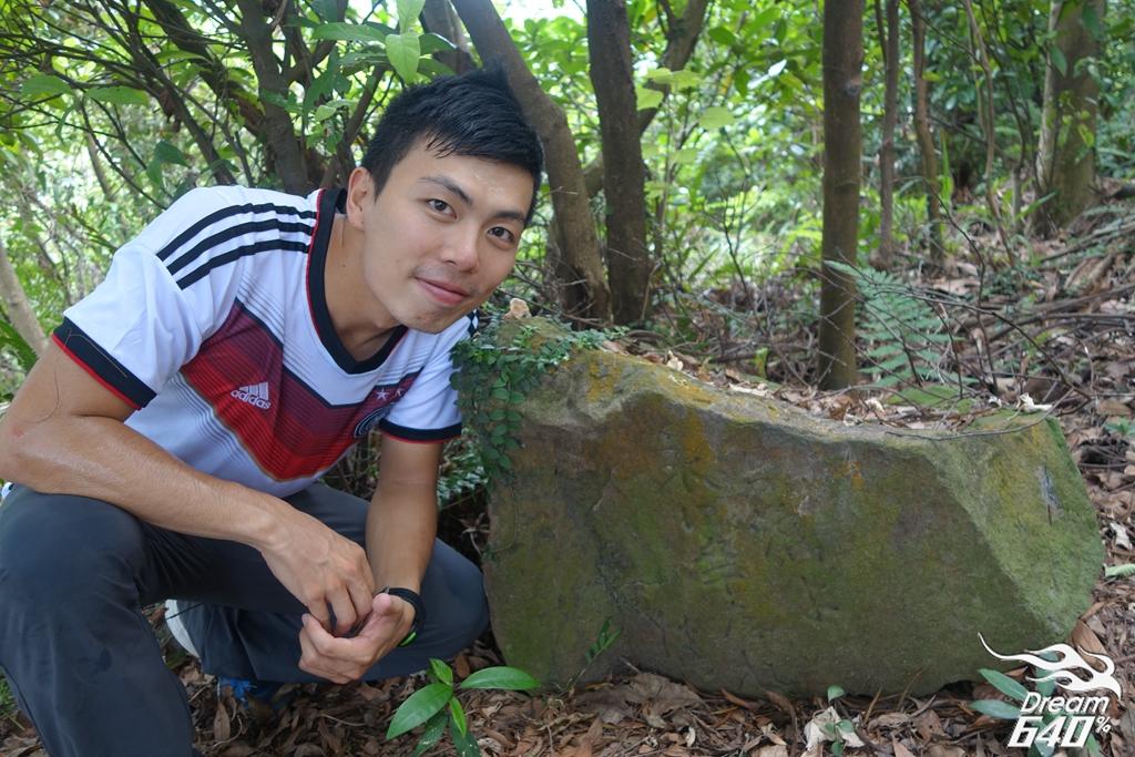 「台灣啊,要永遠幸福」埋沒北投山區的日文石碑。台灣最感人肺腑的百年遺跡