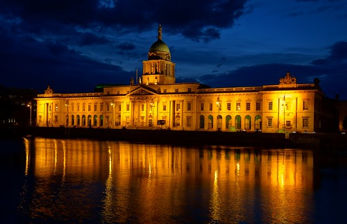 ireland dublin water architecture night reflections river nightshot availablelight nachtaufnahme historicalbuilding thecustomhouse sonyphotographing diebubende diebuben sonydscrx100m2