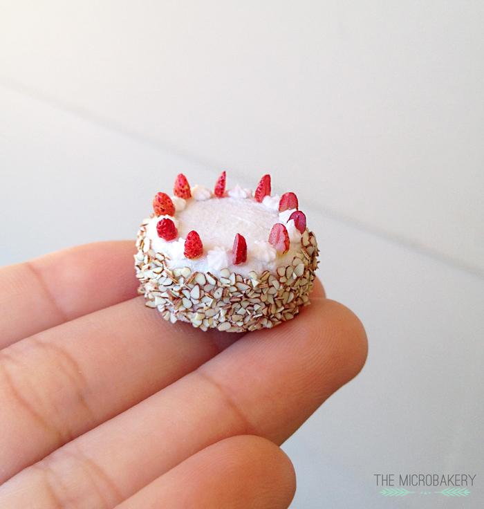 StrawberryCake3-(W)