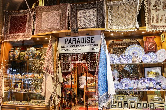 PARADISE kilim and carpet shop in Isfahan grand bazaar イスファハン、バザールのパラダイス絨毯店