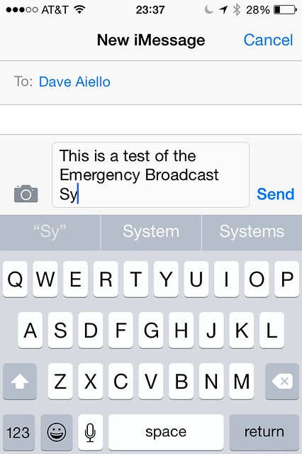 Messages With Keyboard Showing QuickType on iPhone 4s