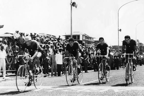 Arrivo quartetto azzurro della 100 km alle Olimpiadi di Roma 1960