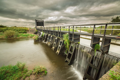 nikon cloudy sigma aqueduct 1020mm doncaster southyorkshire riverdon kirkbramwith newjunctioncanal d3100 guillotinegates riverdonaqueduct