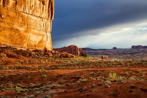 sunrise landscape utah nationalpark arches archesnationalpark theorgan balancedrock courthousetowers