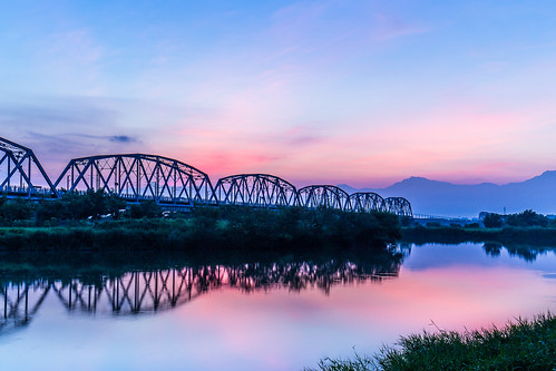 morning bridge sky cloud lake mountains color reflection water colors clouds sunrise canon reflections pond ngc taiwan kaohsiung 台灣 高雄 山 6d 橋 1635 晨曦 日出 1635mm 倒影 色彩 早晨 高屏舊鐵橋 色溫 舊鐵橋 色調 canon6d 晨彩 1635mmf4l 1635f4l